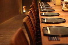 デートにもぴったりの洗練されたカウンター席。