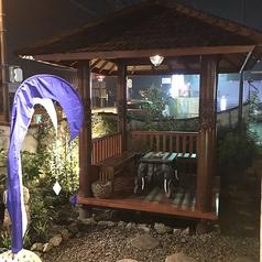 こちらはランチタイムの喫煙ルーム【ガゼボ】バリ島の民芸品の一つで現地滞在中にスタッフがあまりの居心地の良さに購入決定!日本でいう所の東屋ですかね☆席では無いのですが、一度寛いでみるとクセになります(笑)