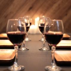 最大50名様までご宴会貸切フロア仕様。曜日や時間帯にもよります。詳細はお問い合わせください。歓送迎会・宴会・飲み放題も♪フロア貸し切りになります。飲み放題付きコースもOPEN特価で充実!焼き鳥・肉料理・北海道の美味しい海鮮を♪サプライズにメッセージ付きデザートプレートは予約で無料に★
