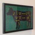 個室には牛をモチーフにしたアート画も