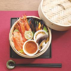 料理メニュー写真四種の魚介の蒸籠蒸し~バーニャカウダ~
