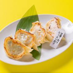 定番!肉汁たっぷり餃子(4個)