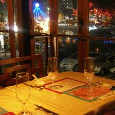眺めの良い開放的なお席です。毎年11月半ばから広島ドリミネェーションがお楽しみいただけます(^^)/
