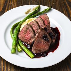 料理メニュー写真バンバンに来たらこれっ!エゾ鹿肉のロースト ハスカップソース