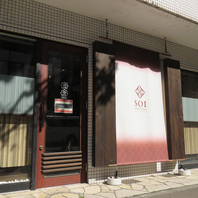 円山の裏参道沿いに佇む落ち着きあるお店。