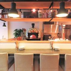 本格石窯で焼き上げるピッツァが見れる特等席!お1人様~お気軽にお楽しみいただけけます!