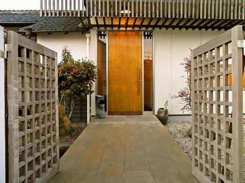 地産地消。日本酒が多い。ほとんどの魚を地元豊浜で仕入れている。縁起がいい初物も!