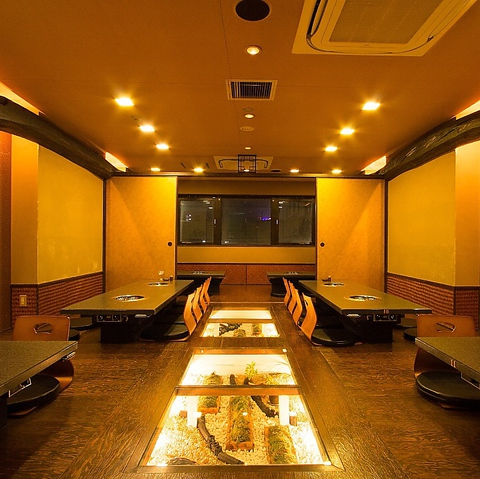 ほのかな灯りが落ち着く癒される雰囲気。2Fお座敷席なら貸切パーティーも可能。