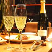 ディナーの幕開けに欠かせないスパークリングワイン1杯付き。
