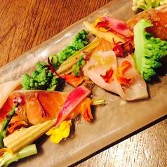 料理メニュー写真サーモンとメカジキのマリネとリンフォルツァサラダ アンチョビ風味 Sサイズ/Mサイズ
