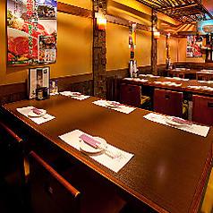 最大6名様までご利用可能なテーブル席は、お仕事帰りの飲み会、職場の仲間や友人とのご宴会など様々なシーンで気軽にご利用いただけます。居心地の良い空間と当店自慢のお料理で、おもてなしさせていただきます。
