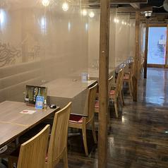 お仕事帰りの飲み会にはオススメのオープンテーブル、広々空間♪お席は可動式となっているので、最大40名様まで連結可能!大人数での宴会ご予約も大歓迎!
