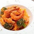 料理メニュー写真魚介と旬野菜のトマトりクリームパスタ