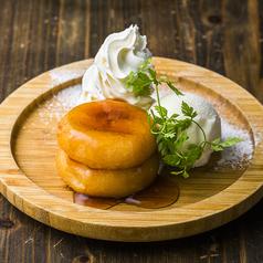 料理メニュー写真北海道生まれ カマンベールチーズ入りいも餅 愛す添え
