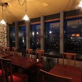 夜景の見えるテーブル席です