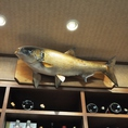 お魚のオブジェも迫力あります。