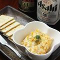 料理メニュー写真スモークチーズ入りクラッカーカナッペ