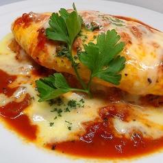 料理メニュー写真トマトととろとろチーズの赤オムライス