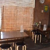 テーブル席:4人席×2卓