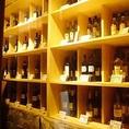 入口付近に大きなワインセラーがあり、常備30種以上のワインが揃っております。お好きなワインと24ヶ月パルマ産生ハムの相性は格別…!迷った場合はいつでもお近くの店員まで!