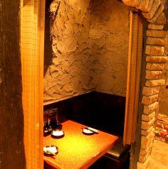 壁の中に埋め込まれたような2人個室です