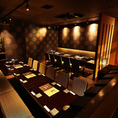 【ソーシャルディスタンス配慮のため、お客様同士の間隔を空けてご案内しております】◆最大24名様の広々個室◆中小規模のご宴会におすすめ。イスとソファーでお食事を召し上がっていただける個室となっております
