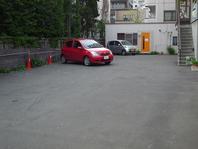 専用駐車場8台完備♪
