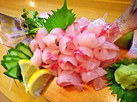 漁港に仕入れに行った鮮魚が自慢!タイムサービスで19時までは、寿司(上)が600円♪