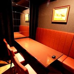 細部までデザインにこだわったプライベートな個室も完備!デート・記念日・接待にオススメです。