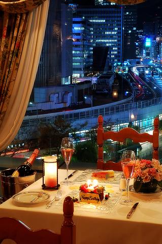 夜景を眺めながら最高の記念日を。東京随一の老舗本格イタリアン。個室パーティも。