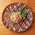 料理メニュー写真アボカドとサーモンの冷菜