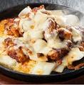 料理メニュー写真チーズプルタク(鶏肉の激辛炒め)