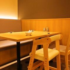 【ご家族でも】ご家族・ご友人でのお食事にお勧めのテーブル席。子供席もご用意しております。
