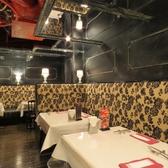 ◆こだわりのシャンデリア!テーブルも大きいのでお料理をたくさん並べてもOK!
