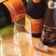 お料理との相性抜群のワインを各種取り揃えております。