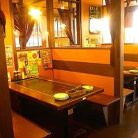 6人掛けの半個室テーブル席でゆっくりお食事を堪能♪