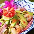 料理メニュー写真海老とアボカドのタイサラダ~ヤム・アボカド~