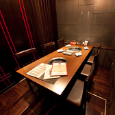 完全個室のテーブル席。親しい仲間やご家族でゆったりとお過ごしください。