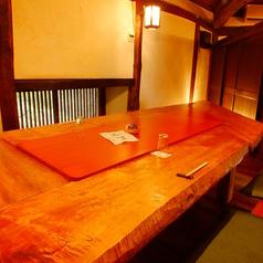明るく温かみのあるお席。個室のテーブル席です。