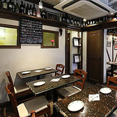 【1階】テーブル10席・古民家を改装した、オシャレな造りを楽しめるテーブル席。