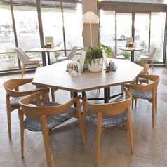8名様でご利用可能なテーブル席。ママ会やご友人との集まりにもぴったりです。