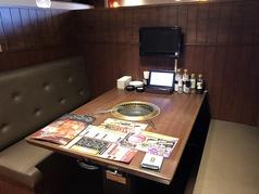 ボックス席です。気軽にお召し上がり頂ける個人的にはおすすめのお席、ドリンクバーが近いのもおススメポイントです♪