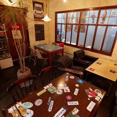4名テーブルのお席は一階奥側に3席ございます♪イス席とソファー席があり、グループでのディナーや宴会など様々なシーンでご利用いただけます♪