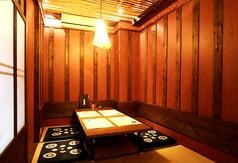 個室は4名様席が2部屋ございます。