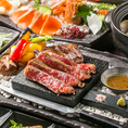 お肉の質はもちろん、ステーキなどとも変わらない臨場感をお楽しみいただける「溶岩焼き」。熱した溶岩石は、内部から食材を加熱するためお肉は柔らかく、野菜は甘く焼き上がるのが特徴です。