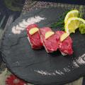 料理メニュー写真国産和牛肩ロース肉 3貫