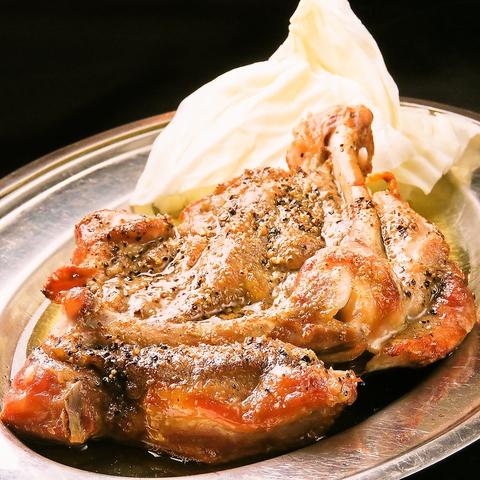名物「骨付鶏」と「徳島餃子」で今夜も一杯。