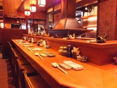 こだわりの日本酒や焼酎も多数ご用意しております。カウンターで一杯どうぞ