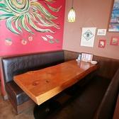 備え付けのテーブル席!4~6名様向けテーブル。