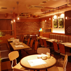 Oriental Market&Bistro NIJYU-MARU にじゅうまる 新宿西口店の雰囲気1